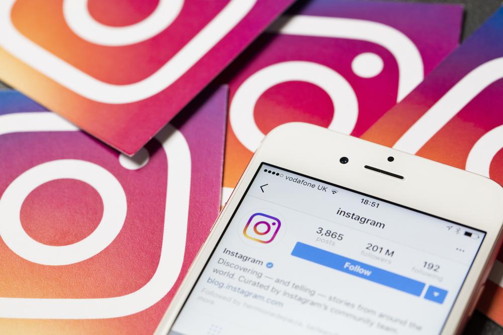 Móvil con app Instagram abierta